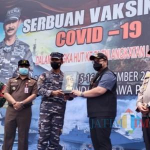 Bupati Kediri Dampingi Pangkoarmada II Tinjau Vaksinasi Covid-19 dengan 35.000 Dosis