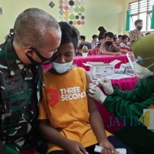 Koramil 0826-05 Larangan Laksanakan Vaksinasi Ke SMP 1 Larangan