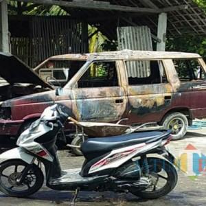 Mobil di Tulungagung Terbakar, Apinya Merembet hingga Bakar Sebagian Rumah Pemiliknya