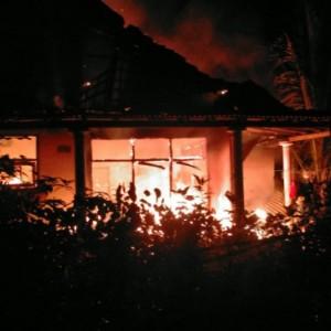Rumah Terbakar, Nenek di Blitar Nyaris Tewas