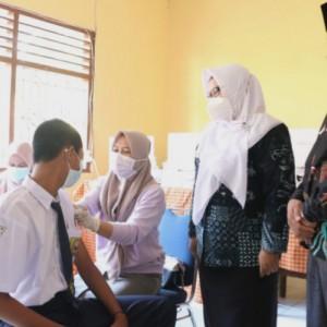 Percepat Vaksinasi Pelajar, Wabup Gresik: Kesehatan Anak-Anak Sangat Penting
