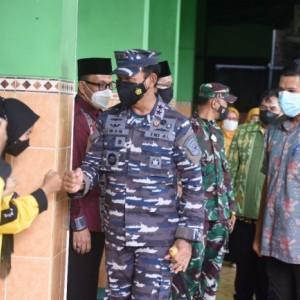 Serbuan Vaksinasi Covid-19 TNI AL Sasar Guru dan Pelajar, Wali Kota Kediri Sampaikan Ini