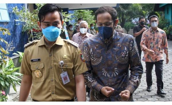 Wali Kota Solo Gibran Rakabuming dan Mendikbudristek Nadiem Makarim (Foto: Viva)