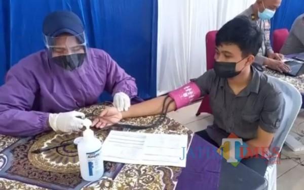 Anak yatim piatu akibat Covid-19 di Blitar mendapatkan layanan vaksinasi.(Foto : Team JATIMTIMES)