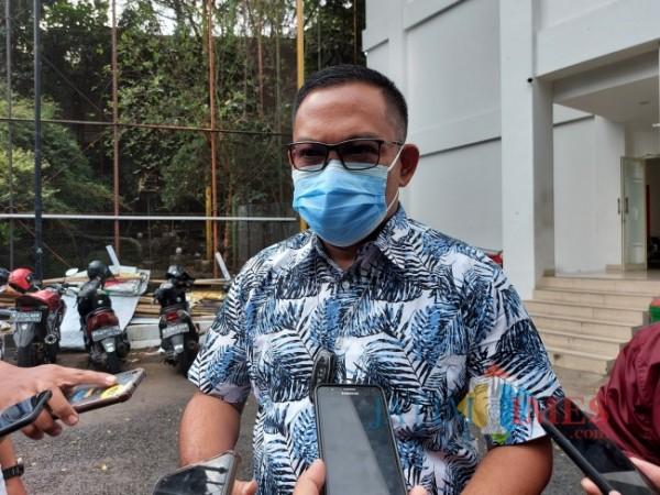 Kepala Badan Pendapatan Daerah (Bapenda) Kota Malang Handi Priyanto saat ditemui di Halaman Mini Block Office, Senin (13/9/2021). (Foto: Tubagus Achmad/JatimTIMES)