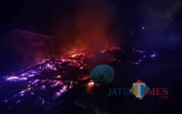 Kondisi rumah Sunar yang terbakar di foto dari atas / Foto : Gatot Sunu Utomo / Tulungagung TIMES