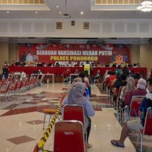 Kapolda Jawa Timur Tinjau Vaksin Merah Putih di Ponorogo, Ini Pesannya