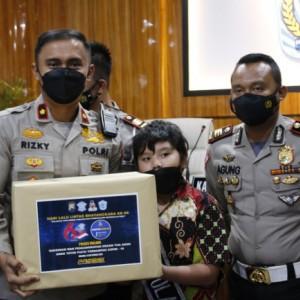 Bantuan Nyata, Polres Malang Angkat Anak Asuh Yatim Piatu Korban Covid-19