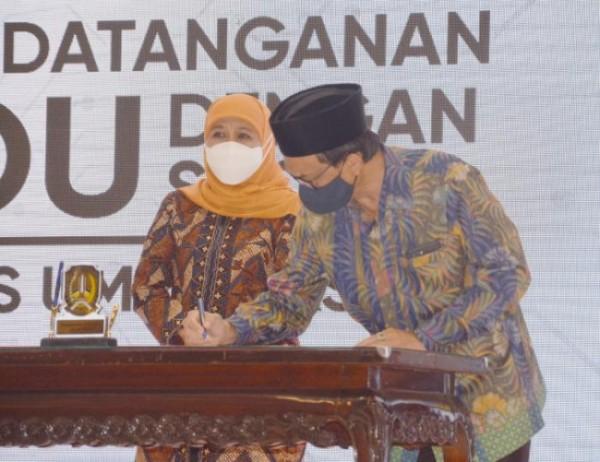Rektor UIN Maliki Malang Prof Zainuddin MA saat melakukan MUI dengan Pemprov Jatim, disaksikan Gubernur Jatim Khofifah Indar Parawansa(Ist)