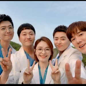 Terus Sapa Penggemar, Aktor dan Aktris Hospital Playlist Bintangi Variety Show Mulai 5 Oktober