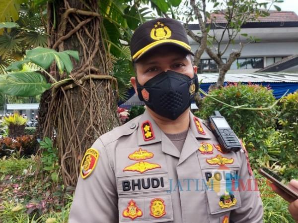 Kapolresta Malang Kota AKBP Budi Hermanto saat ditemui pewarta di Universitas Brawijaya, Sabtu (18/9/2021). (Foto: Tubagus Achmad/JatimTIMES)