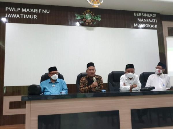 Suasana peresmian nama ruang pertemuan di Graha Ma'arif NU Jatim (foto: istimewa)