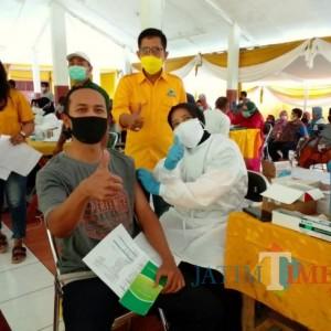 750 Warga Ikuti Vaksinasi di Kantor DPD Partai Golkar Lumajang