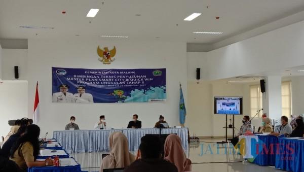 Bimtek Penyusunan Master Plan Smart City dan Quick Win Program Tahap II, di Mini Block Office Balai Kota Malang, Senin (20/9/2021). (Arifina Cahyanti Firdausi/MalangTIMES).