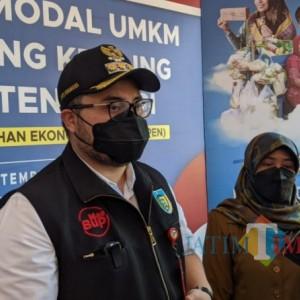 Bupati Kediri Beri Bantuan Stimulus kepada 8.300 Pelaku UMKM