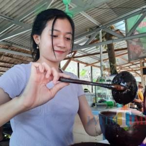 Sabrina Penjual Dawet Cantik di Kediri Ini Bikin Pelanggan Salfok, Jualannya Laris Manis