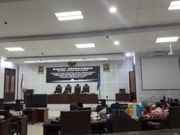 Rapat paripurna agenda Penyampaian Laporan Hasil Pembahasan Badan Anggaran (Banggar) DPRD Kota Malang terhadap Ranperda Kota Malang tentang Perubahan APBD tahun anggaran 2021, Selasa (21/9/2021). (Arifina Cahyanti Firdausi/MalangTIMES).