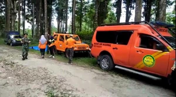 Tim saat akan melakukan pencarian di Hutan Cungkup, Dusun Sumantro, Desa Sidodadi, Kecamatan Ngantang, Kabupaten Malang. (Foto: istimewa)