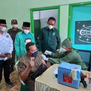 Sasar Masyarakat Umum dan Lansia, DPC PKB Kota Malang dan DPR RI Lakukan Vaksinasi 1000 Dosis