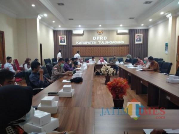 Pembahasan Ranperda Dana Cadangan di Kantor DPRD Tulungagung. Rabu, 22/9/2021. (Foto: Heru Santoso/TulungagungTIMES)