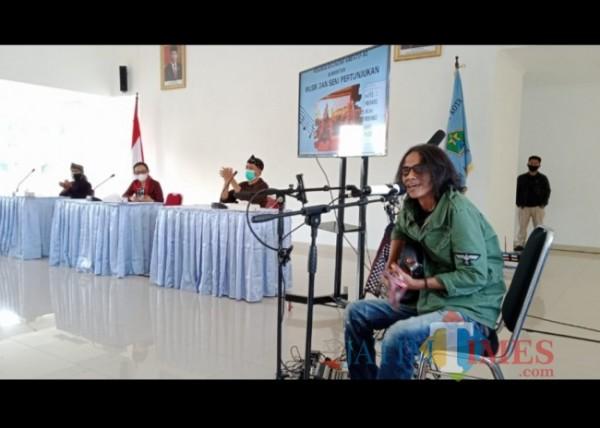 Rembug Ekonomi Kreatif (Ekraf) subsektor musik dan seni pertunjukan yang digelar Badan Perencanaan Pembangunan (Bappeda) Kota Malang, di Mini Block Office, Rabu (22/9/2021). (Arifina Cahyanti Firdausi/MalangTIMES).
