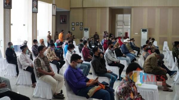 Para pelaku usaha saat mengikuti Sosialisasi Kepatuhan Pembayaran Pajak Daerah di Graha Pancasila Balai Kota Among Tani, Kota Batu, Kamis (23/9/2021).