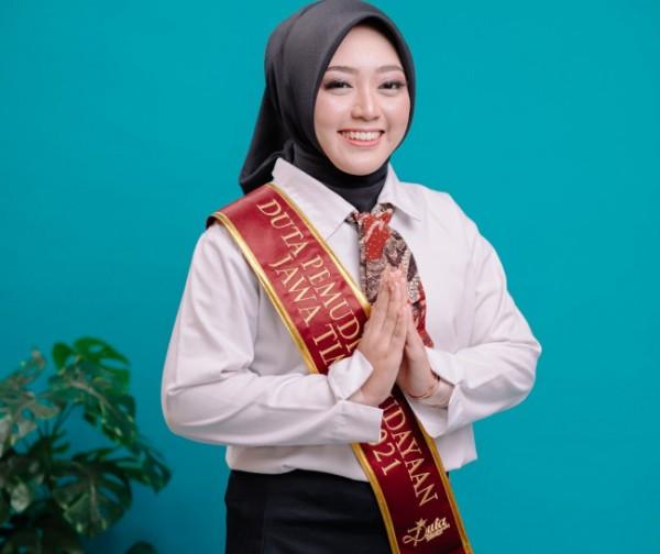 Vida Rofika Miladiah, mahasiswi S1 Ilmu Al-Qur'an dan Tafsir Universitas Islam Negeri Maulana Malik Ibrahim (UIN Maliki) Malang terpilih menjadi Duta Pemudi Kebudayaan Jawa Timur (andhitaphotography)