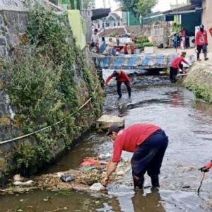 3 Ribu ASN Kota Batu Nyemplung Kali, Upaya Pulihkan Lingkungan Sungai Brantas