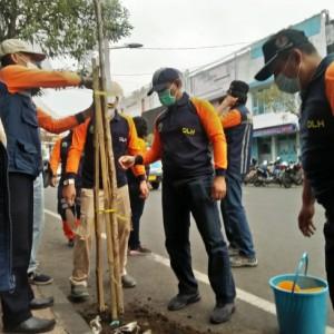 DLH Kota Malang Tanam 36 Pohon dan Bersihkan Alun-Alun