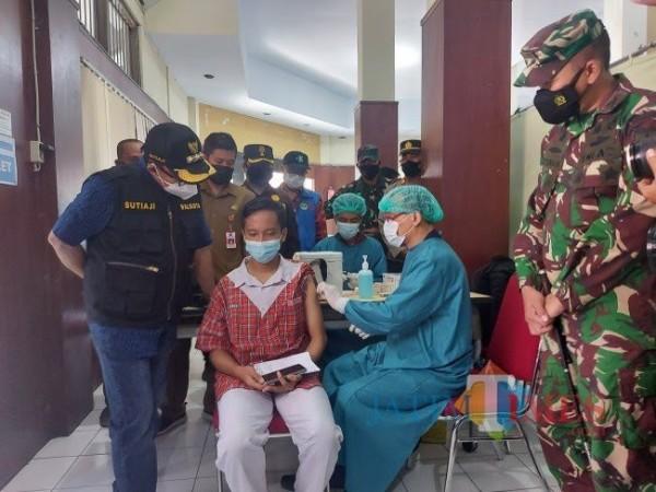 Vaksinasi pelajaran yang dilakukan Disdikbud Kota Malang beberapa waktu lalu di Polkesma (doc MalangTIMES)