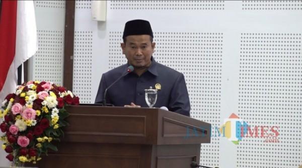 Wakil Ketua Fraksi PKS DPRD Kota Malang Rokhmad saat memaparkan pendapat akhir di rapat paripurna terkait pengesahan RAPBD-P Tahun Anggaran 2021, Kamis (23/9/2021). (Foto: Dok. JatimTIMES)