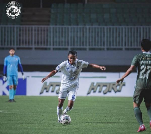 Pemain Arema FC saat menghadapi laga terakhir di Liga 1 2021/2022 (foto: Instagram @aremafcofficial)