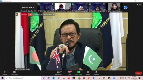 Rektor UIN Maliki Malang, Prof Zainuddin MA saat memberikan sambutan webinar internasional (Ist)