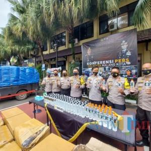 Polresta Malang Kota Amankan 2.820 Botol Arak Bali Siap Edar dari Dua Kasus Berbeda