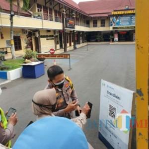 Polres Lumajang Mulai Berlakukan Aplikasi Peduli Lindungi Bagi Pengunjung
