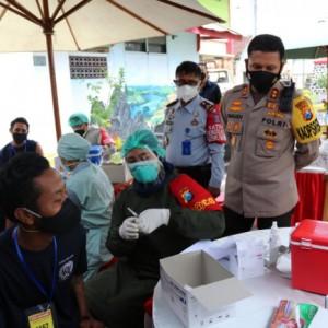 Bentuk Herd Immunity, Polresta Malang Kota Distribusikan 3000 Dosis Vaksin AstraZeneca ke Lapas Kelas I Malang