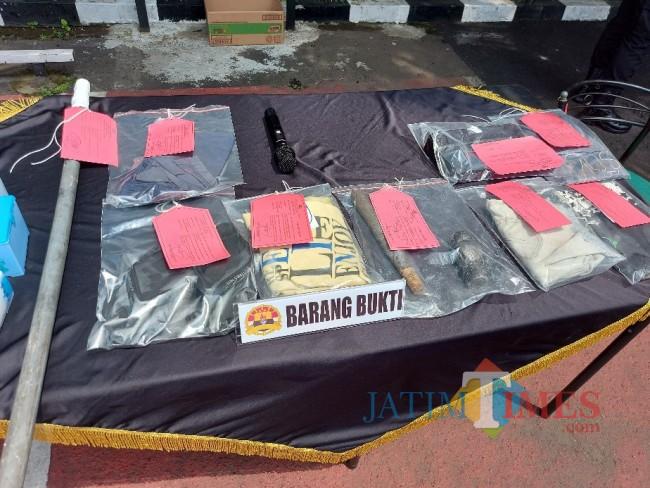 Sejumlah barang bukti yang berhasil diamankan oleh jajaran Satreskrim Polresta Malang Kota.