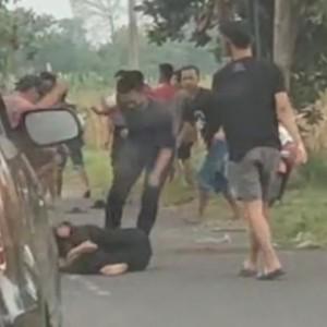 Tawuran Libatkan Puluhan Pemuda di Jalanan Jombang Terekam Kamera Warga