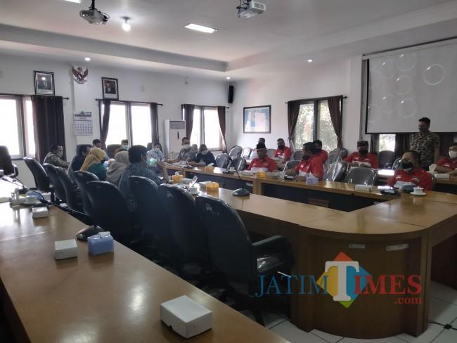 Audiensi yang digelar di Ruang Banmus DPRD Kabupaten Malang, Kamis (30/9/2021).(Foto: Riski Wijaya/MalangTIMES).