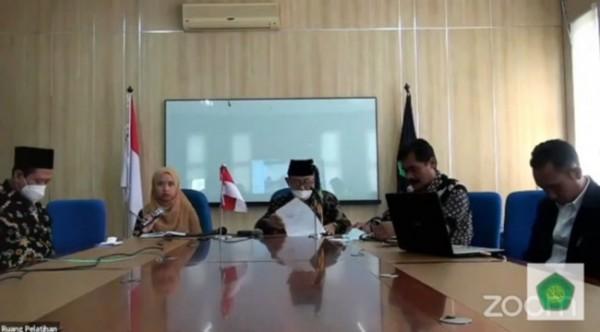 "Dekan Fakultas Ilmu Tarbiyah dan Keguruan (FITK) UIN Malang, Dr H Nur Ali MPd (tengah) dalam webinar ""Penguatan Skill Calon Lulusan Mahasiswa FITK"" (Ist)"