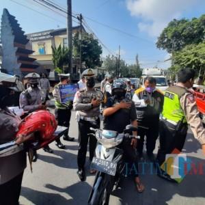 Polres Kediri Kota dan HDCI Kolaborasi Bagikan Masker dan Sembako