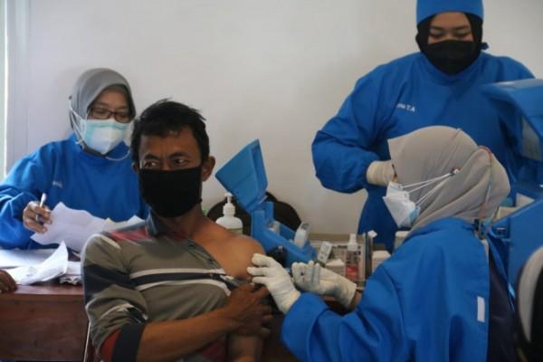 Suasana vaksinasi yang diikuti warga Kabupaten Malang (foto: istimewa)