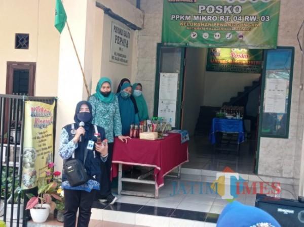 Kabid Penataan dan Peningkatan Kapasitas Lingkungan Hidup DLH Kota Malang, Sri Puji Astuti saat memberikan arahan kepada peserta lomba Kampung Bersinar (Hendra Saputra/MalangTIMES)