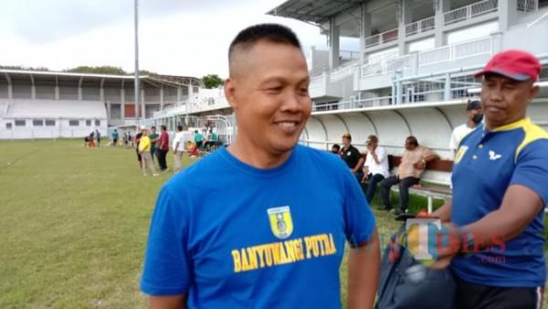 Bagong Iswahyudi, Pelatih Tim Banyuwangi Putra usai mendampingi anak asuhnya uji coba di Stadion Diponegoro Banyuwangi Nurhadi Banyuwangi Jatim TIMES