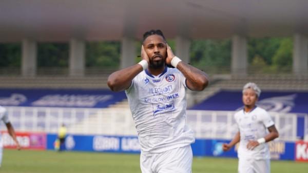 Striker Arema FC, Carlos Fortes yang tetap menjadi andalan saat akan hadapi Persela Lamongan (foto: Arema FC for MalangTIMES)