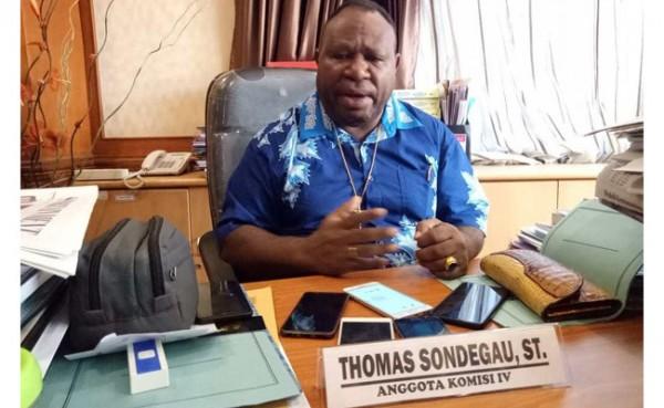 Thomas Sondegau (Foto: DPR Papua)