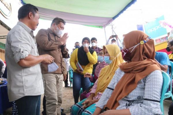 Wakil Bupati Malang Didik Gatot Subroto saat meninjau pelaksanaan vaksinasi di Kecamatan Tumpang. (Foto: Humas Prokopim Kabupaten Malang).