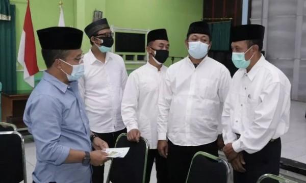 Wakil Wali Kota Batu Punjul Santoso saat berdikusi bersama tim rukun kematian di Aula Graha Wangsa, Kelurahan Sisir, Kecamatan Batu. (Foto: istimewa)