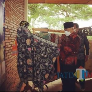 Kunjungi Pasar Ibu, Bupati Sanusi Optimistis Batik Malang Bisa Terus Berkembang
