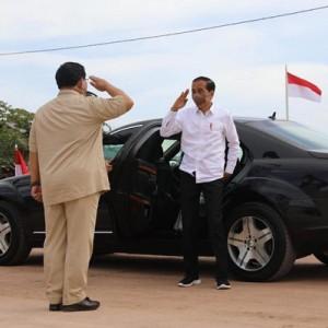 """Melihat """"Kemesraan"""" Jokowi dan Prabowo di Bumi Cenderawasih"""